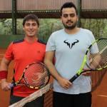 Roberto Soares e Guilherme Fernandes em um dos intervalos do jogo no CT Tênis